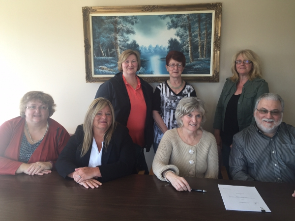 Members of the Villa Chaleur bargaining group recently signed a new collective agreement.